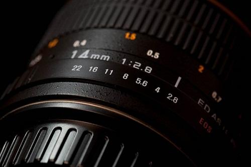 Khẩu độ ống kính máy ảnh tạo nên quy luật mới