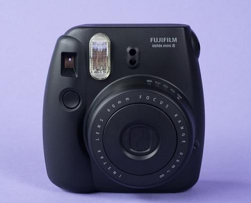 Dùng máy ảnh Fujifilm Instax- một thú chơi không hề rẻ