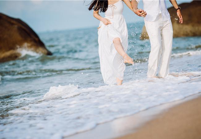 Những bí mật tiết lộ đằng sau đằng sau những buổi chụp ảnh cưới ở biển