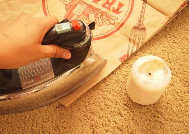 Mẹo làm sạch vết ố trên bàn ủi dễ dàng