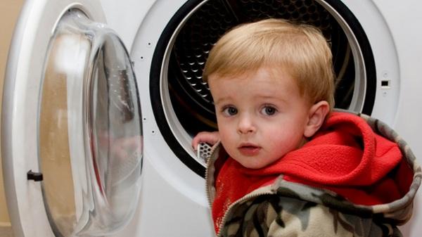 Những điều tuyệt đối phải ghi nhớ khi sử dụng thiết bị điện trong gia đình có trẻ nhỏ