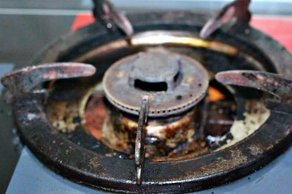 Vì sao không nên nướng thức ăn bằng bếp gas?