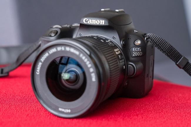 Dieu-gi-dang-tao-nen-do-hot-cua-tan-binh-Canon-EOS-200D2.jpg