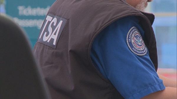 TSA yêu cầu kiểm tra riêng các máy ảnh tại các sân bay của Mỹ