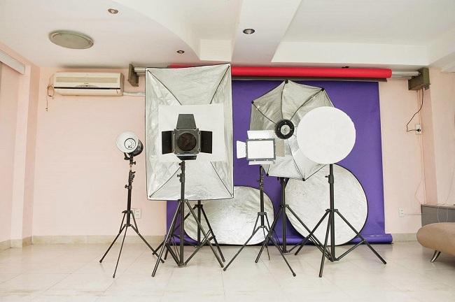 Những thiết phụ trợ cần có trong bất kỳ một studio chụp ảnh nào