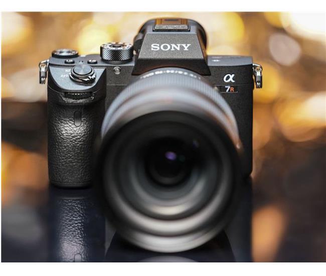 Sony A7R Mark III có dải tương phản Dynamic Range gần bằng Nikon D850