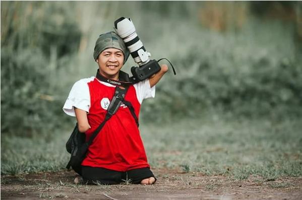 Nghị lực phi thường của nhiếp ảnh gia không có cả tay và chân