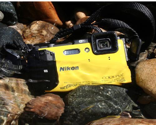 Máy Ảnh Nikon Coolpix AW130 (Vàng)