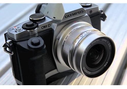Ống kính Olympus M.Zuiko Digital ED 12mm F2 (Bạc)