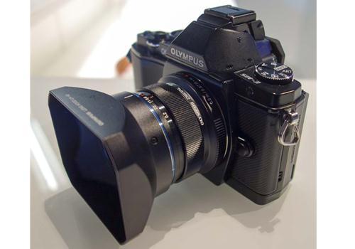 Ống kính Olympus M.Zuiko Digital ED 12mm F2 (Đen)