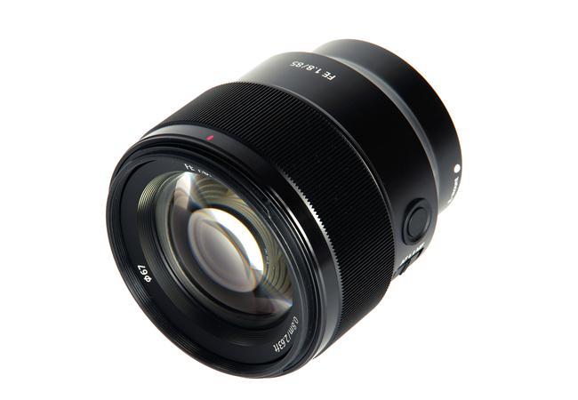 Ưu điểm của Ống kính Sony FE 85mm F1.8 ONG-KINH-SONY-FE-85MM-F1.8-(SEL85F18)-FULL-FRAME-binhminhdigital%20(3)