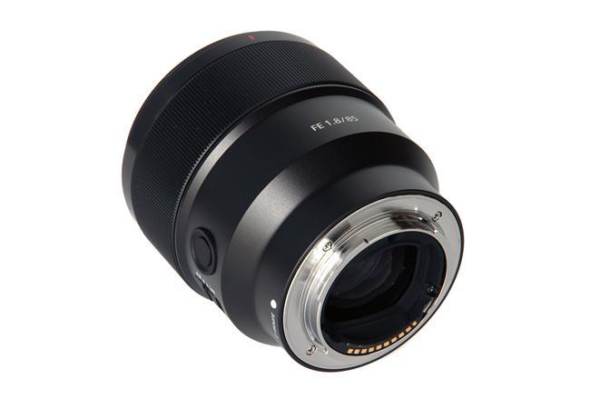 Ưu điểm của Ống kính Sony FE 85mm F1.8 ONG-KINH-SONY-FE-85MM-F1.8-(SEL85F18)-FULL-FRAME-binhminhdigital%20(4)