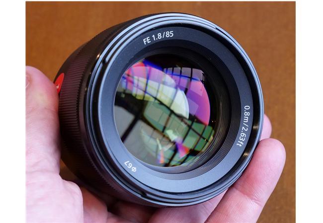 Ưu điểm của Ống kính Sony FE 85mm F1.8 ONG-KINH-SONY-FE-85MM-F1.8-(SEL85F18)-FULL-FRAME-binhminhdigital%20(5)