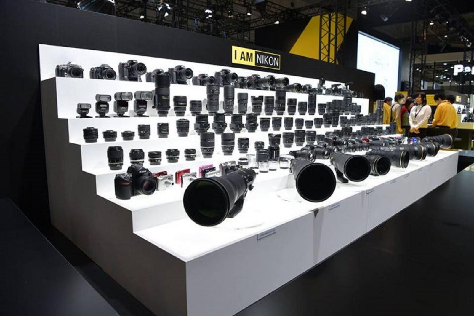 """Nikon """"thả thính"""" thân máy Z5 và 6 ống kính mới"""