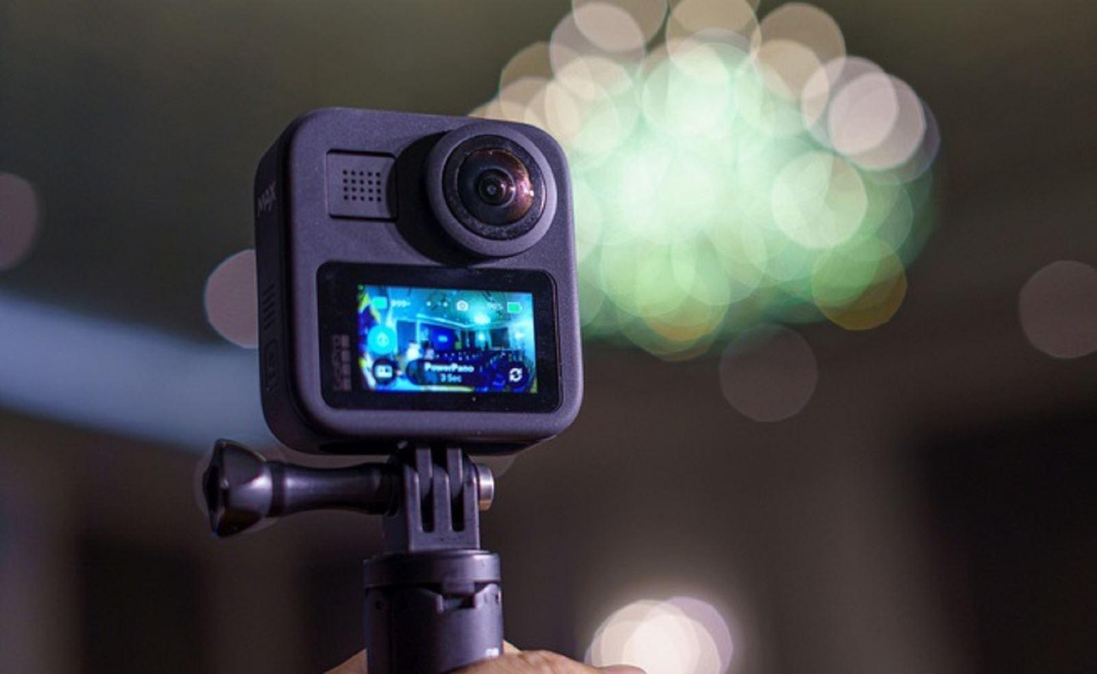Trên tayGoPro Max: mẫu action cam 3 trong 1, giá 12,99 triệu đồng