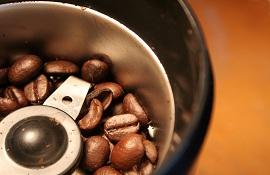 Những mẹo làm sạch máy xay pha cà phê dễ dàng