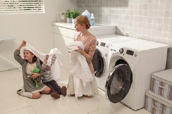 """Những mẹo """"bỏ túi"""" để bạn tự xử lí khi máy giặt không chạy bình thường"""