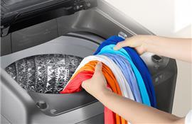 Làm thế nào để triệt tiêu cặn xà phòng trên quần áo khi dùng máy giặt?