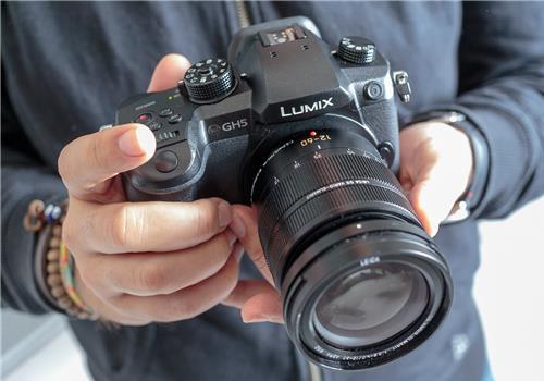 Máy ảnh Panasonic Lumix GH5
